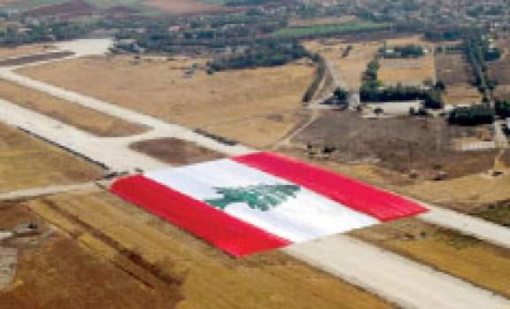 العلم اللبناني الاكبر العالم ويحطم 304_1286763121.jpg